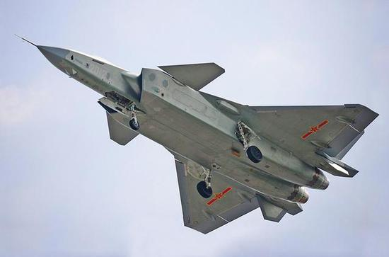而f22的f119发动机,f35的f135发动机,都具备矢量功能,让这些战机的