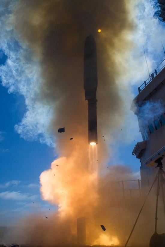 美国新远程航母杀手导弹比东风21D便宜太多,中国应仿制!