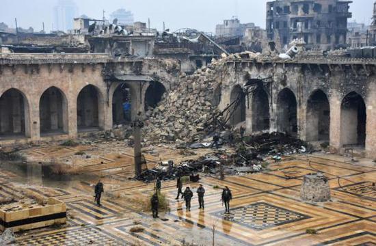 13日,叙利亚政府军进入倭马亚清真寺