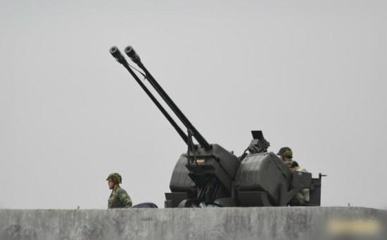 部署在机场外围防空的双35高炮