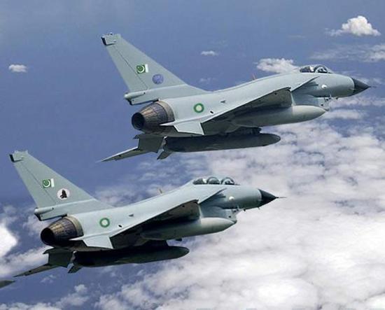 飞翔在巴基斯坦上空的歼10已被画了出来