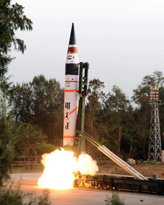 图:烈火五的第一次、第二次发射,是用移动发射架实现的