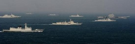 此前辽宁舰南海进行编队训练,由于综合补给舰不足,只好用071船坞登陆舰替代