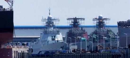 中国海军驱逐舰进入暴兵模式