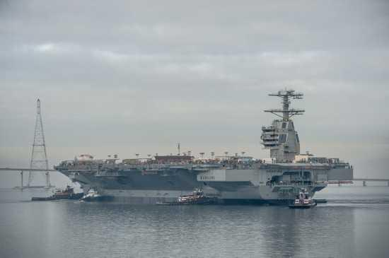 美国海军福特号核动力航空母舰