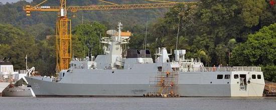 此次编队最为奇特的成员,594株州舰,属于056A轻型反潜护卫舰,隶属东海舰队