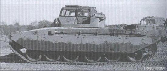英国挑战者1主战坦克的训练坦克,使用挑战者1主战坦克的地盘,加装带有宽大玻璃风挡的特殊训练炮塔。