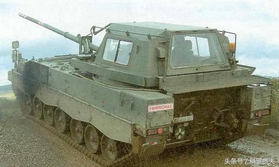 德国豹1A1主战坦克的教练坦克。
