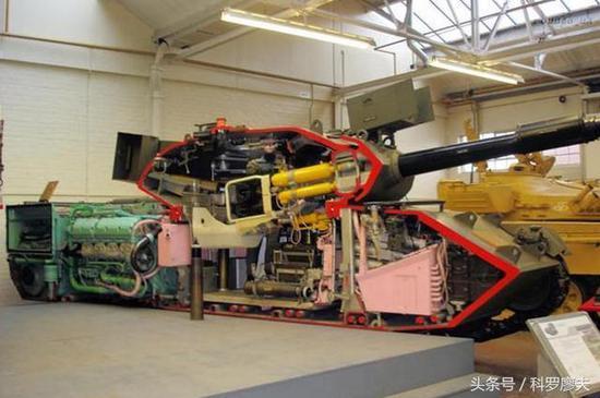 该教具将一辆豹1主战坦克纵向切开,可以为学员很形象的体会坦克结构。