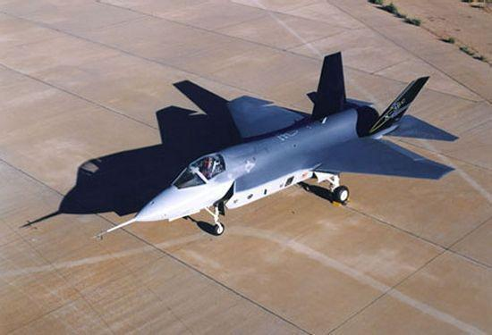 F-35为何近距空战打不过F-16?它根本就不是战斗机
