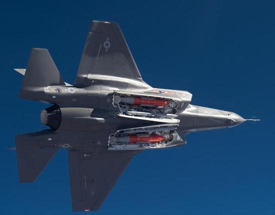 图:F35吃亏在机翼太小,机身太肥