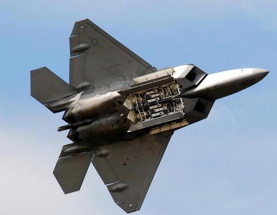 图:注意看F22机翼与机身大小的比例,机身和发动机截面积的比例