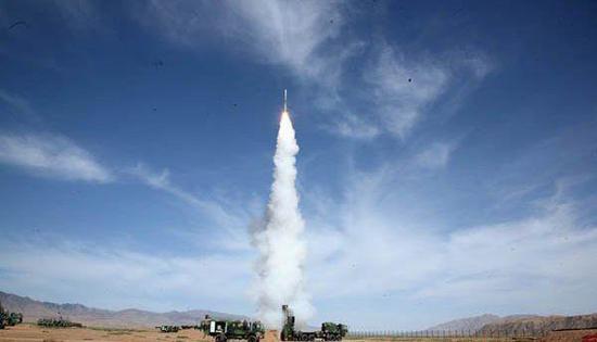 实弹发射中的红旗-9导弹