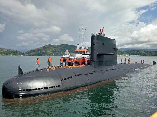 中国海军潜艇访问马来西亚(马来西亚海军官方推特 图)
