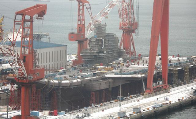 资料图:正在建造的中国首艘国产航母