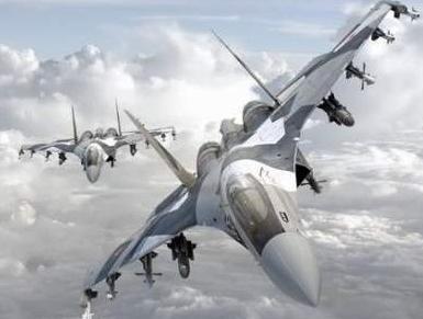 满挂导弹的苏-35双机编队