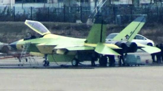 沈飞FC-31战斗机引起了许多需要五代机又无法购买F-35战斗机国家的注意