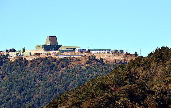 """台湾乐山山顶的""""铺路爪""""雷达站"""