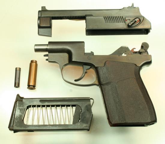 而消声器则和枪械结构形成一体化设计——比如很多专业消声枪的准心就