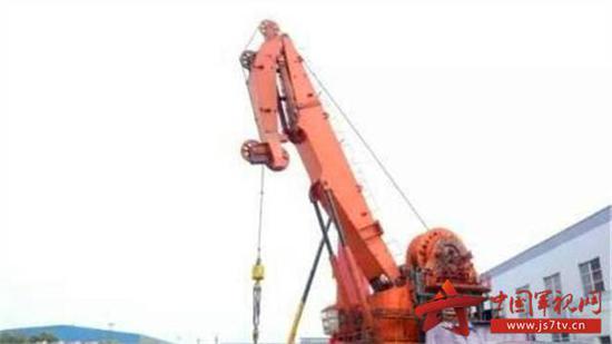 资料图:国内首台200吨深海作业主动升沉补偿起重机