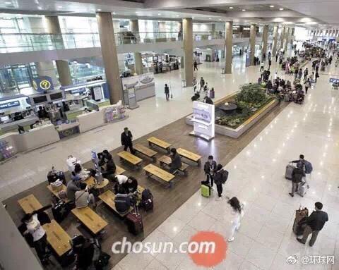"""""""冷清""""的仁川机场——15日上午,仁川国际机场入境大厅,看不到中国游客和迎接他们的导游旗帜。来源:韩国《朝鲜日报》网站"""
