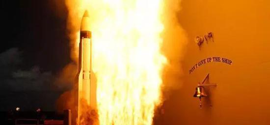 美海军试验发射标准-3导弹实况