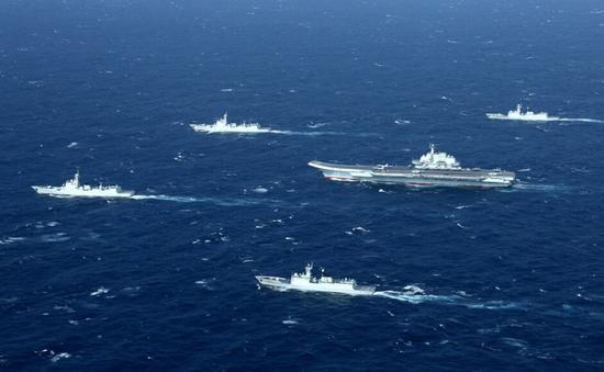 去年12月,辽宁号航母编队在南海巡航