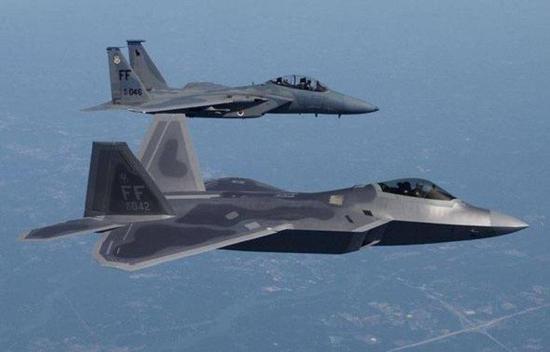 美国空军已经批量装备四代作战飞机,三代作战飞机超过千架