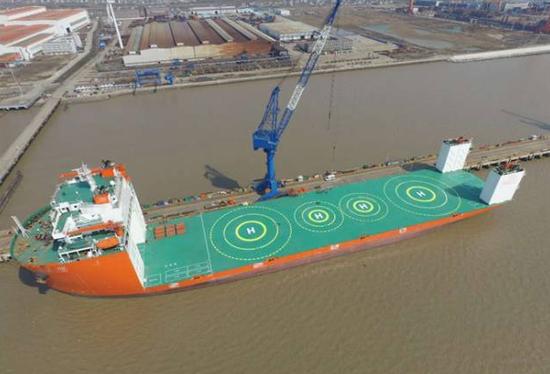 中国版远征船坞登陆舰亮相 军舰有了机动中转站