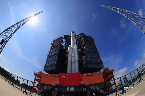 长征七号遥二运载火箭与天舟一号货运飞船组合体在海南文昌发射场