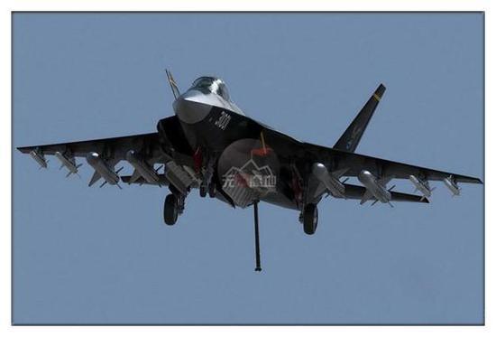 """但是""""歼-31""""能否上舰 现在是个未知数,尤其是现在仅有2架原型机可用"""