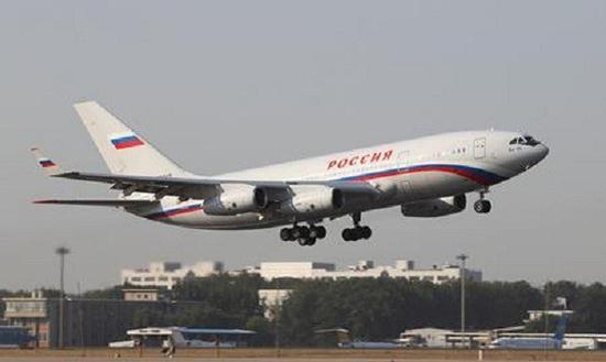 造成外界可能是相关新闻里面有一句这样的话,伊尔-96-400M可能会用双发替代现在四个发动机,这样飞机性能就会有较大提高,从而在定位上与C929客机相冲突,不过笔者认为此举可能性并不大,首先就是俄罗斯恐怕还没有配套涡扇发动机,伊尔-96-400客机最大起飞重量260吨,以客机起飞推重比为0.