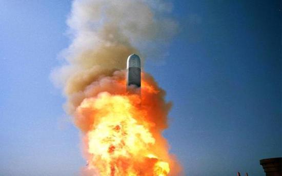 材料图:美军战斧导弹发射照片