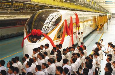 中国复兴号高铁今日首发:时速破400公里座位更宽敞