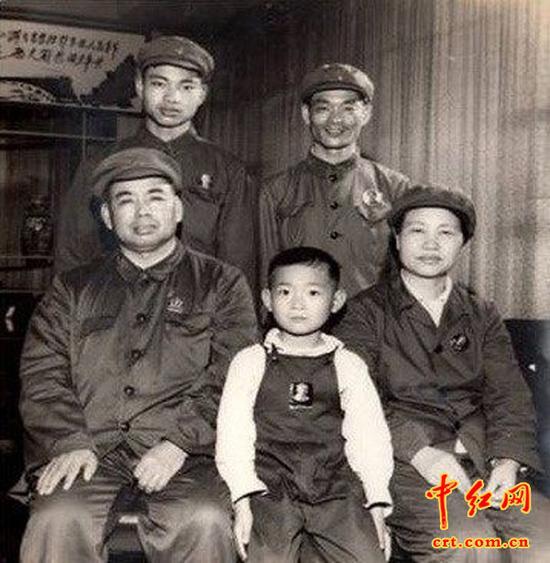 田普与许世友婚后相伴四十余年,育有7个子女(3男4女):大儿子许光