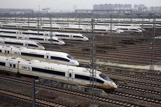 就好比我们出门短途旅行,坐高铁就比坐飞机方便.