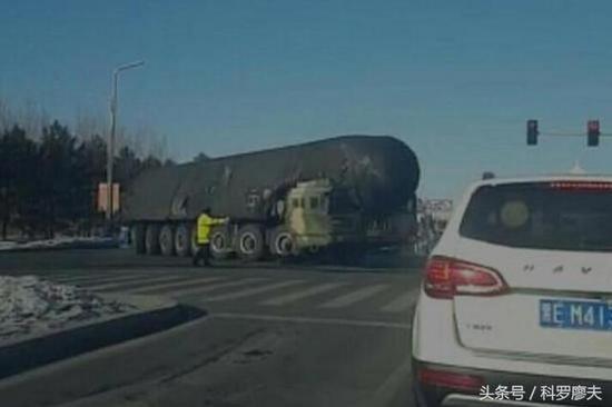 图片:东风-41导弹发射车。