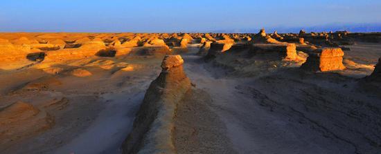 年夜柴旦红崖地域地貌