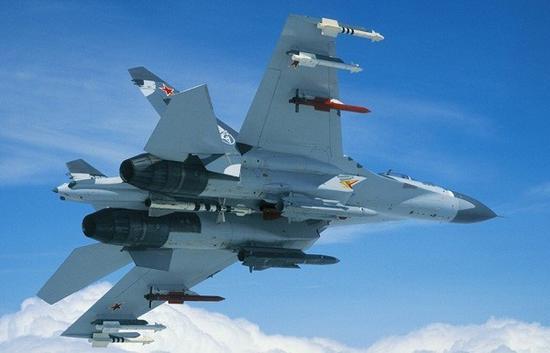 对于隐身战斗机来说,机腹弹舱需要设计在飞机重心附近,这样在机载武器