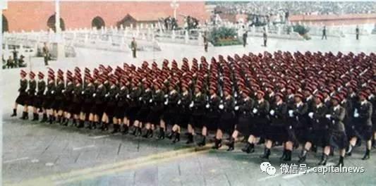 女兵方隊首次受閲