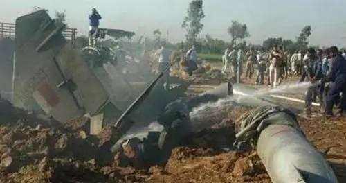 印度苏-30MKI坠机现场很惨烈