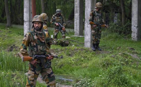 资料图:进行警戒巡逻的印安全部队士兵