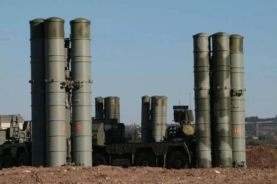 △在叙利部署的S-400发射车为5P85SM2,是俄军最新批次S-400的标配,中国引进的S-400将不会使用该车型,但会使用最新的51P6,背后的信息你懂的