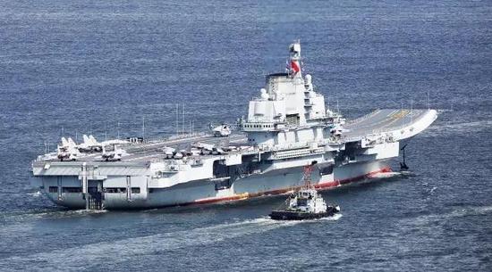 据网友拍摄的最新照片显示,中国正在建造的首艘国产航母左舷武器平台上已经安装了一部疑似海红旗-10近防导弹。   海红旗-10导弹系统是由国产FL3000N程防空导弹系统发展而来,是采用双模导引体制的舰空导弹,具有强大的反导作战能力,属于舰载自卫防御导弹体系。目前装备中国海军的海红旗-10导弹系统有三种不同的发射装置,24管型装备在最新的052D型驱逐舰上,18管型装备在辽宁号航空母舰上,而最小的8管型则装备在056型轻型护卫舰上。   新闻延伸:中国国产航母加紧试验 经历这4个阶段后将提前服役