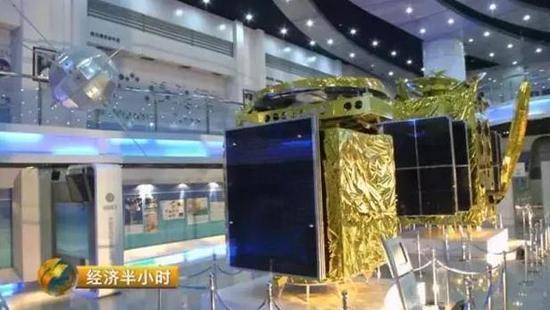 在中国航天科集团五院的展厅里,摆放着从东方红一号到东方红四号卫星的真实产品,它们见证了中国通信卫星的发展之路。