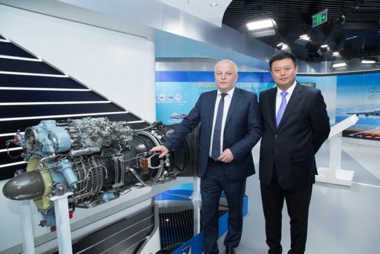 """今年5月,乌克兰第一副总理兼经济发展和贸易部部长库比夫来华参加""""一带一路""""期间赴天骄航空访问"""