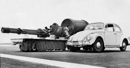 机炮与小汽车比