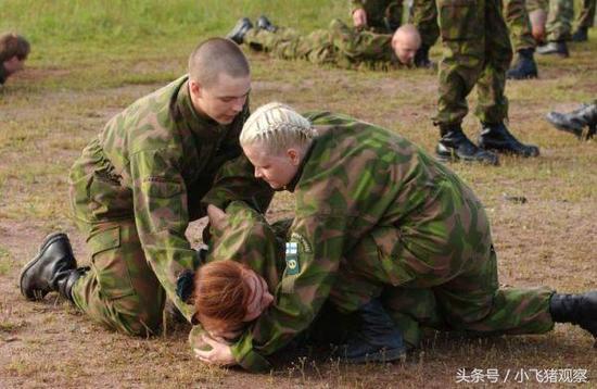 资料图:芬兰国防军女兵训练