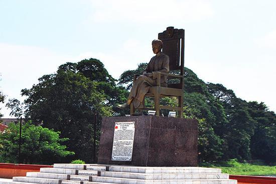 缅甸国父昂山将军雕像。