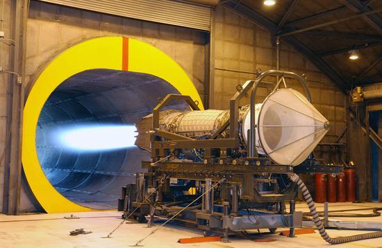 F22战机的标准动力F119发动机正在测试